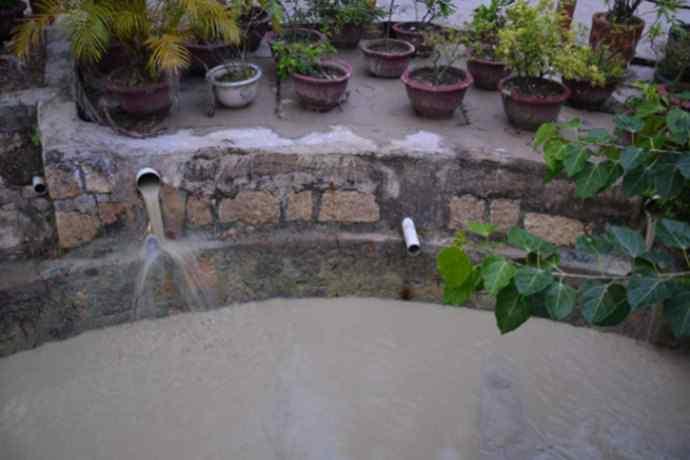 泥水 这个温泉的水脏如泥水 却受大量女性游客的喜爱