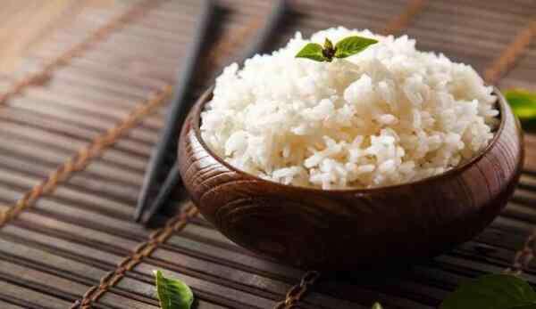 吃面条和米饭哪个容易胖 吃面食和吃米饭哪个更容易胖,面食更容易胖(吃米饭不会胖)