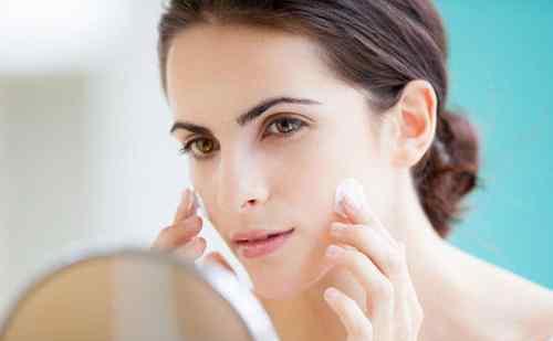 先擦水还是乳 洗完脸是先擦乳还是先拍水?这么多年都搞错了,难怪你皮肤会差