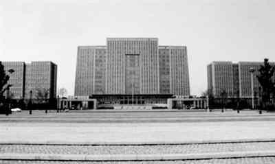 沛县政府办公楼豪华 江苏沛县政府大楼造价过亿 领导办公室配双人床