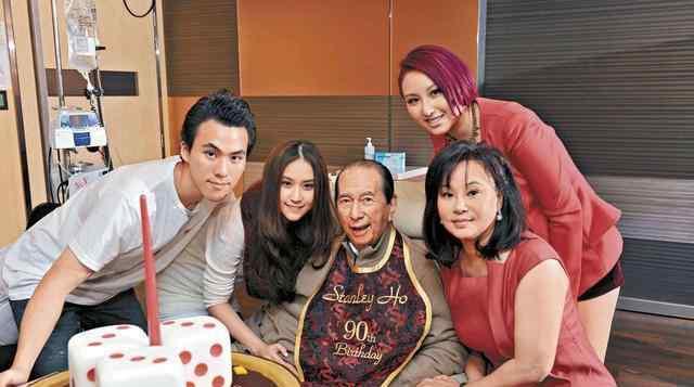 """家族诞生85 这8个家族""""富可敌国"""",其中还有一位是中国人,如今已退居幕后"""