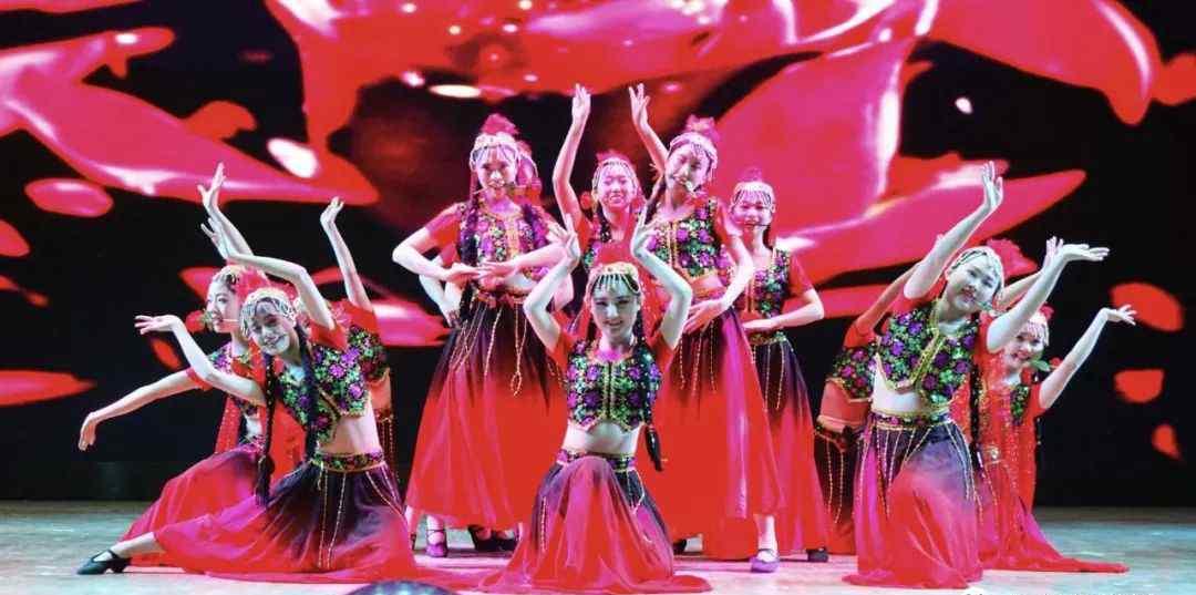 舞蹈服 为什么跳舞一定要穿统一的舞服?原因太惊人了!