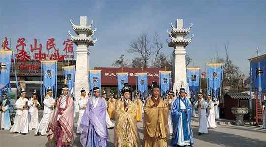 夫子山景区 永城夫子山景区迎来百人采风踩线团 首家孔子文化夜游大型实景演出揭幕